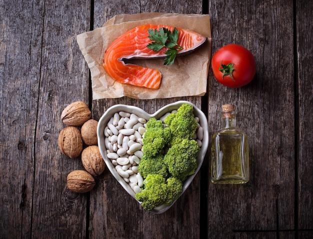 Cholesterindiät, gesunde nahrung für herz. selektiver fokus Premium Fotos