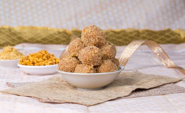 Churma laddu Premium Fotos