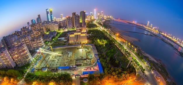 Cityscapec von nanchang-stadt nachts, japan Premium Fotos