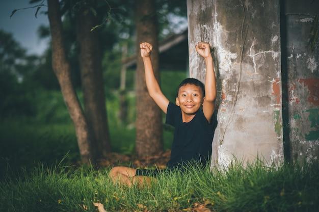 Clevere kinder, kinder mit ideen und glück zugleich, wissenskonzepte Premium Fotos