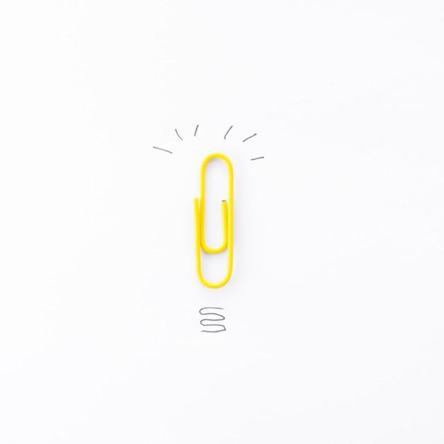 Clip mit kritzeleien auf einem bürodesktop Kostenlose Fotos