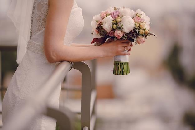 Close-up der braut die hochzeit bouquet Kostenlose Fotos
