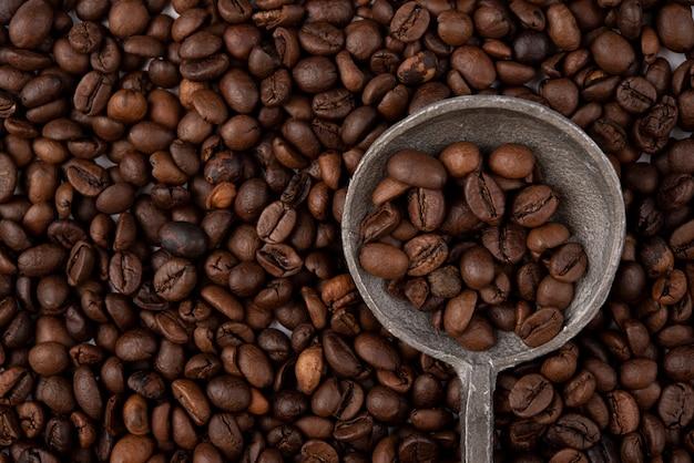 Close-up gerösteten kaffeebohnen Kostenlose Fotos