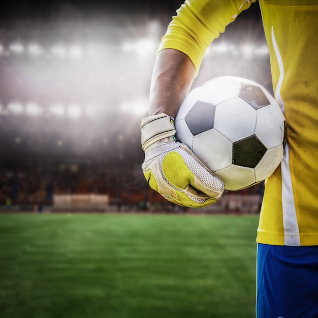 Close up torwart mit fußball Premium Fotos