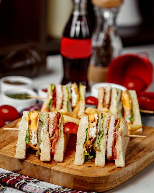 Club sandwich mit beilagen und coca cola Kostenlose Fotos