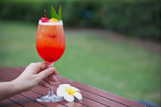 Cocktailrezeptname mai tai oder mai thailändischer weltweiter bevorzugungscocktail Kostenlose Fotos