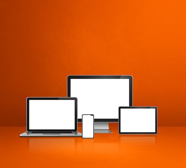 Computer, laptop, handy und digitales tablet pc - orange schreibtisch hintergrund. 3d-illustration Premium Fotos