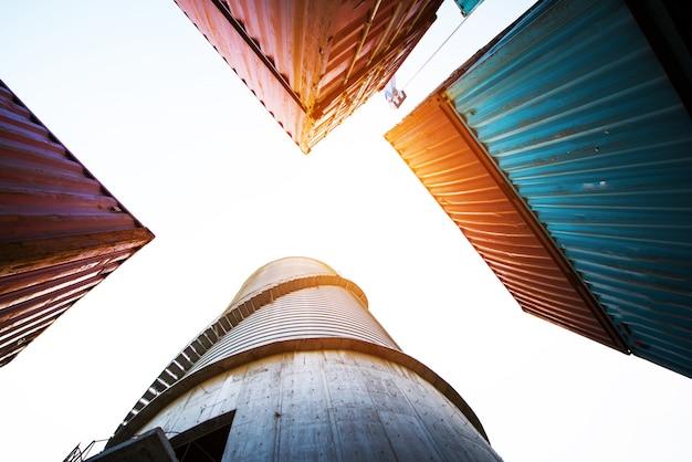 Container, containerschiff im import export und in der geschäftslogistik. Premium Fotos