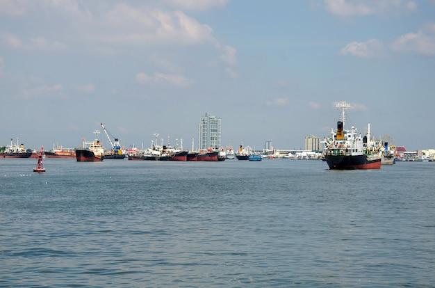 Container-frachtschiff Premium Fotos