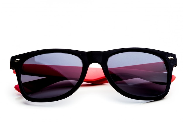 Coole sonnenbrille isoliert. in schwarzem kunststoffrahmen Premium Fotos
