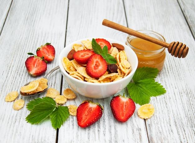 Cornflakes mit erdbeeren Premium Fotos