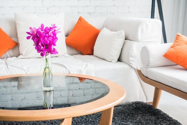 couch mit kissen und glastisch download der kostenlosen fotos. Black Bedroom Furniture Sets. Home Design Ideas