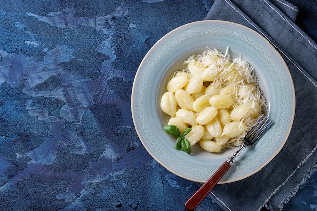 Cremige kartoffel-gnocchi Premium Fotos