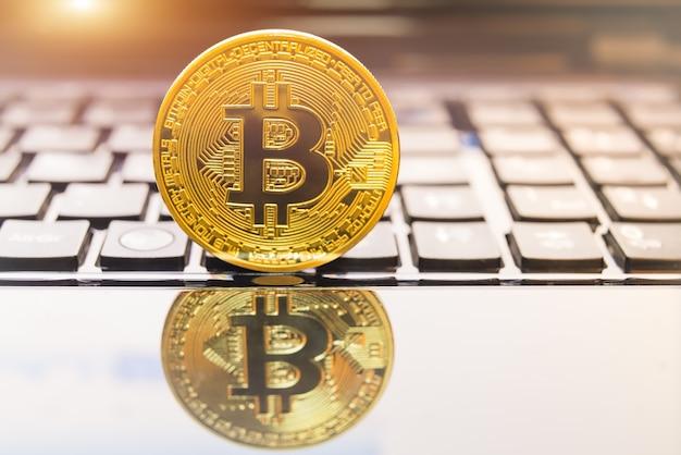 Cryptocurrency-münzen - bitcoin, litecoin, ethereum, ripple-kryptowährung Premium Fotos