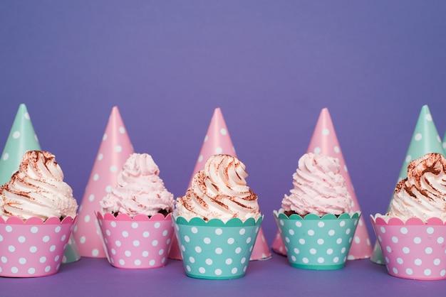 Cupcake und hüte linie Kostenlose Fotos