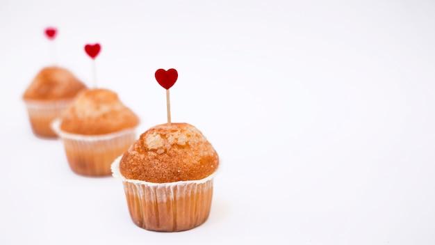 Cupcakes mit kleinen herzköpfen Kostenlose Fotos