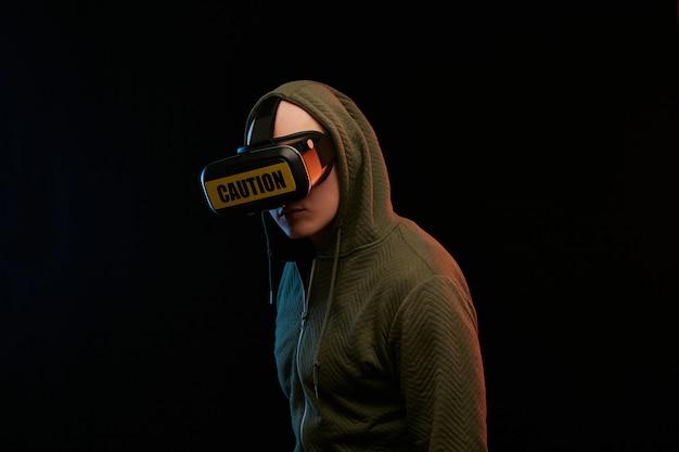 Cyber-montag-konzept. mann in vr-brille Premium Fotos