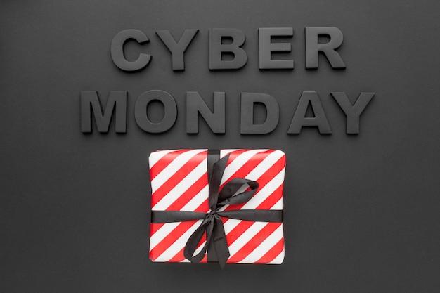 Cyber montag und geschenkbox draufsicht Kostenlose Fotos