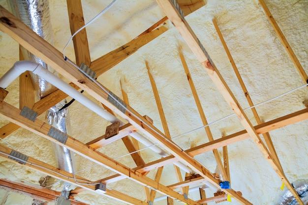 Dachgeschossrenovierung und wärmedämmung Premium Fotos