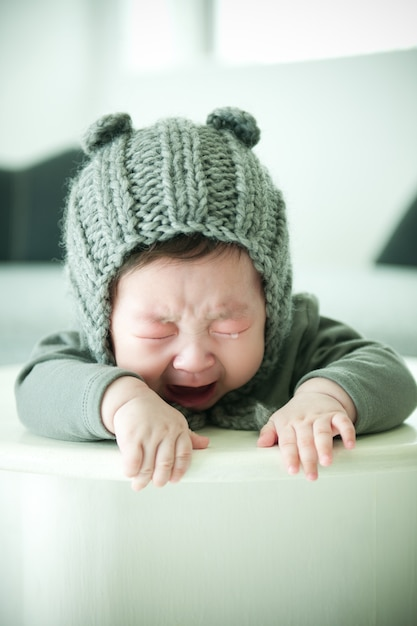 Das baby weint. Premium Fotos