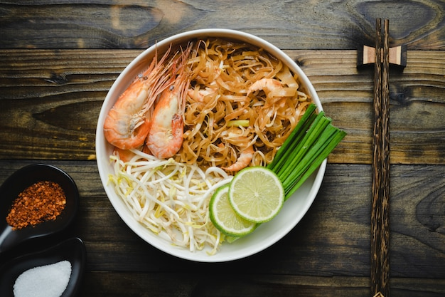 Das berühmteste thailändische essen Premium Fotos