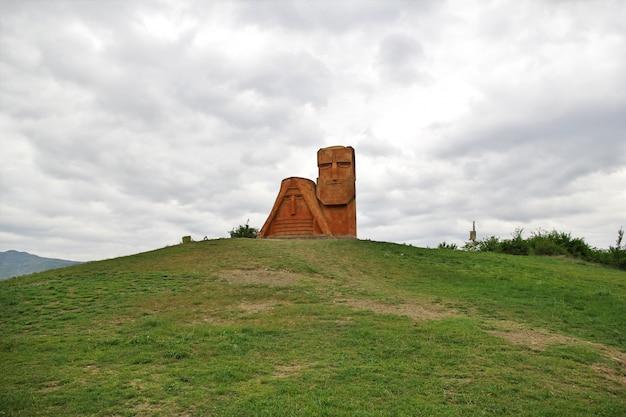 Das denkmal in stepanakert-stadt in nagorno - karabach, kaukasus Premium Fotos