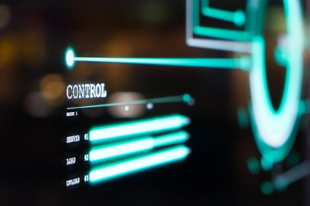 Das futuristische transparente oled-bildschirm-dashboard beleuchtet das blaue pixellicht und zeigt den status der steuerungsinformationen des computernetzwerksystems im grafischen visuellen kommunikationsstil an. Premium Fotos