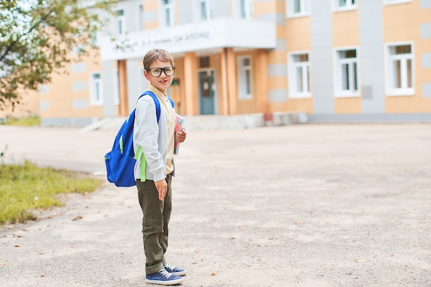 Das kind geht in die grundschule Premium Fotos