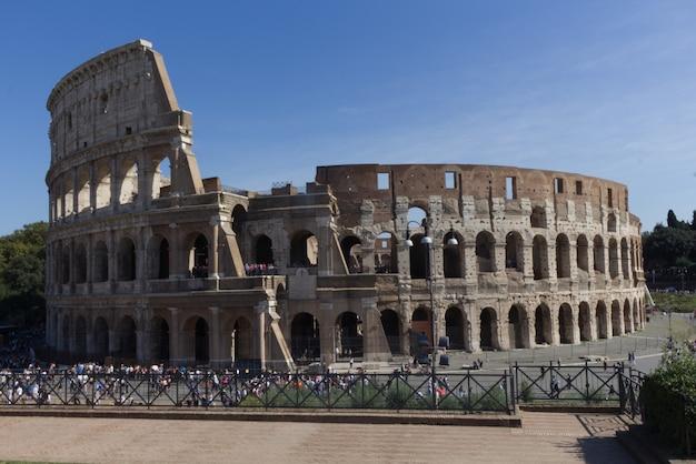 Das kolosseum, ein symbol der antike und der stadt rom Premium Fotos