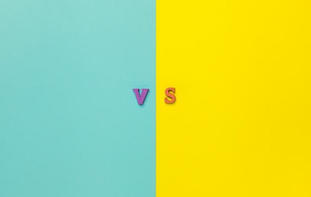Das konzept, eine wahl zu treffen. versus briefe. Premium Fotos