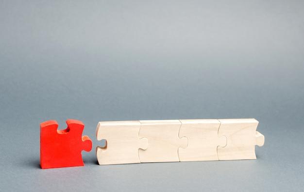 Das rote puzzle ist vom rest getrennt. Premium Fotos
