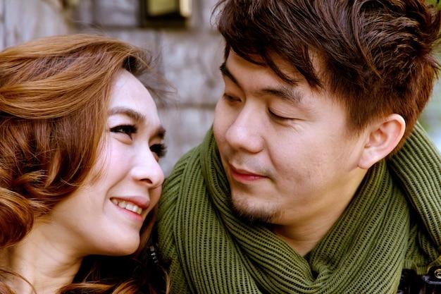 Dating junges paar verliebt Premium Fotos