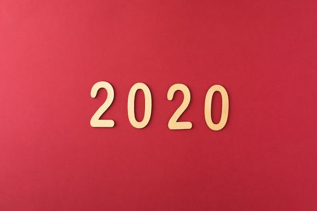 Datum des guten rutsch ins neue jahr 2020 auf rot Premium Fotos