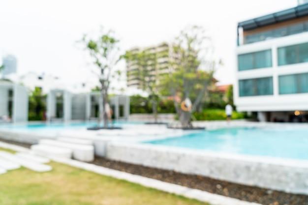 Defocused swimmingpool der abstrakten unschärfe im luxushotelerholungsort als unscharfer hintergrund Premium Fotos