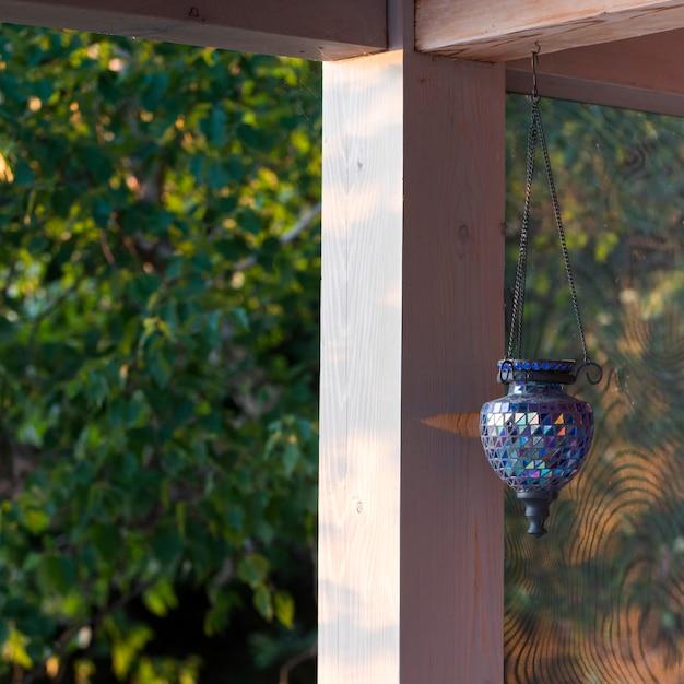 Dekorative hängende laterne, see des holzes, ontario, kanada Premium Fotos