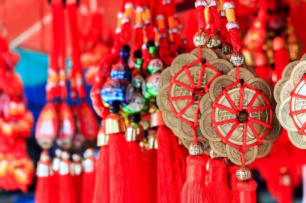 Dekorative verzierung des chinesischen neujahrsfests, goldmünzen Premium Fotos