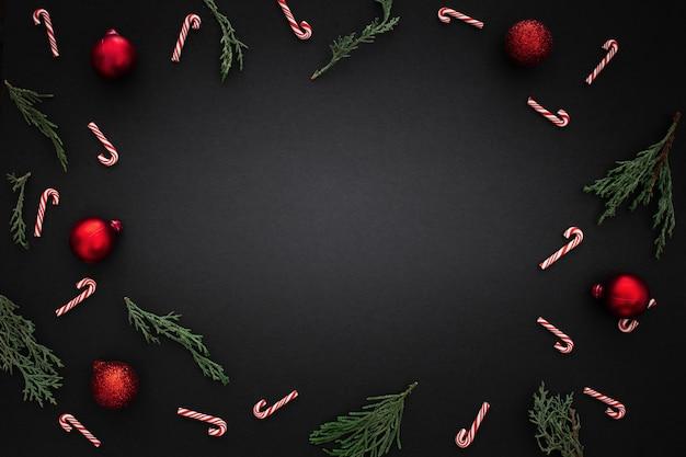Dekorativer rand mit weihnachtsverzierungen Kostenlose Fotos