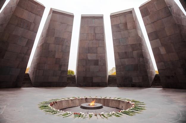 Denkmal für den völkermord an den armeniern Premium Fotos