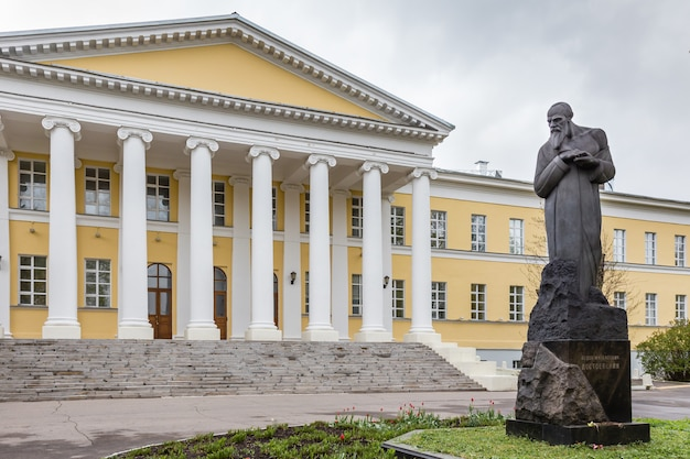 Denkmal für fedor dostoevskiy in moskau Premium Fotos