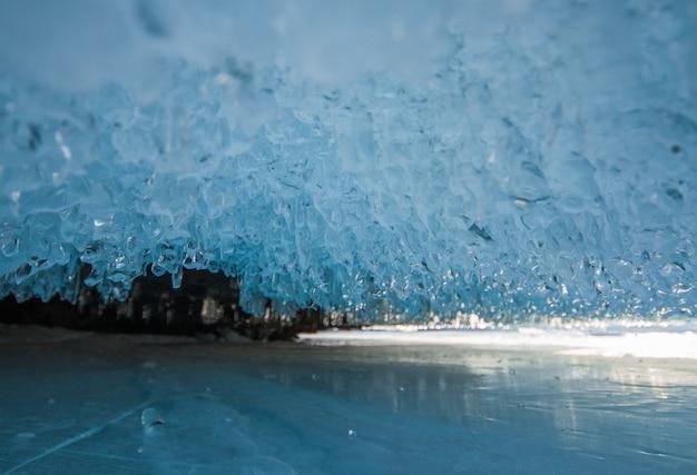 Der baikalsee ist ein frostiger wintertag. größter süßwassersee Premium Fotos