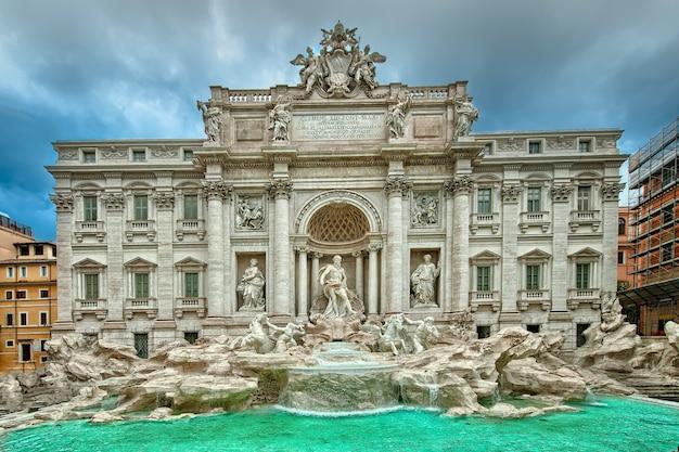 Der berühmte trevi-brunnen, rom, italien. Premium Fotos