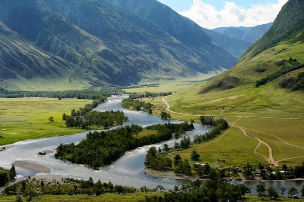 Der chulyshman river im altai Premium Fotos