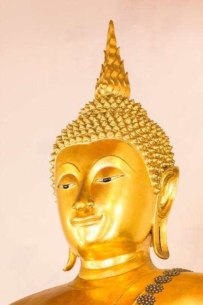 Der goldene buddha ist wunderschön, den buddhisten verehren Premium Fotos