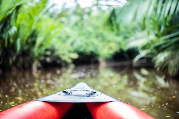 Der kleine amazonas in pang-nga in sang nae canal thailand Premium Fotos