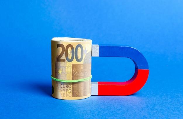 Der magnet ist zum eurobündel magnetisiert. geld und investitionen für geschäftliche zwecke anziehen Premium Fotos