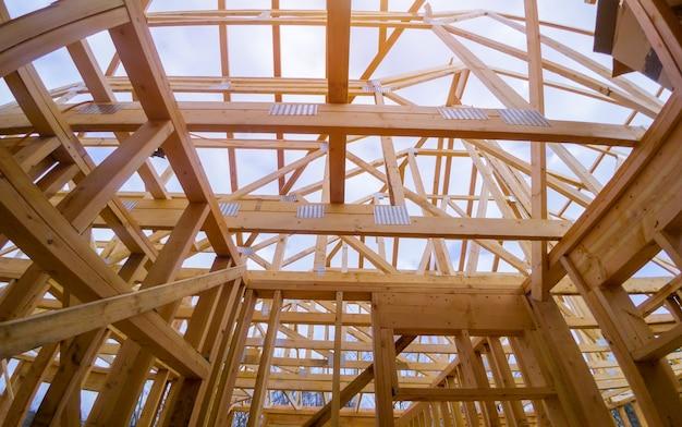 Der neubau eines balkenbauhauses bildete den grundriss Premium Fotos