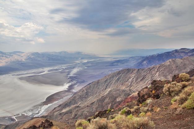 Der regen in death valley, usa Premium Fotos