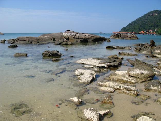 Der strand in langkavi island, malaysia Premium Fotos