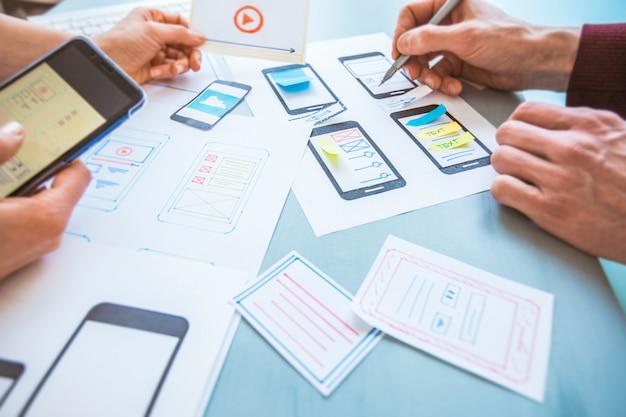 Designentwicklung grafischer webanwendungen für mobiltelefone. Premium Fotos