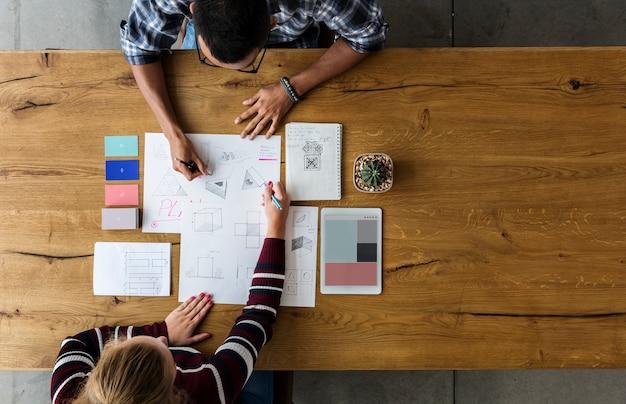 Designteam-zeichnungsskizze-kleinunternehmen Premium Fotos